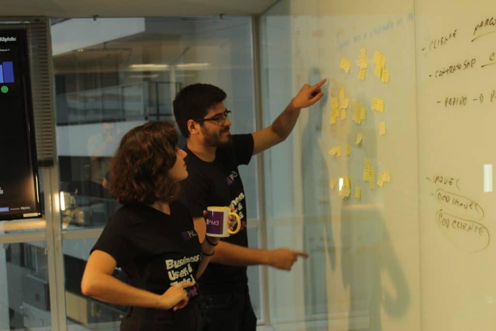 Marcell Almeida e Natalia Arsand Gestores de produtos